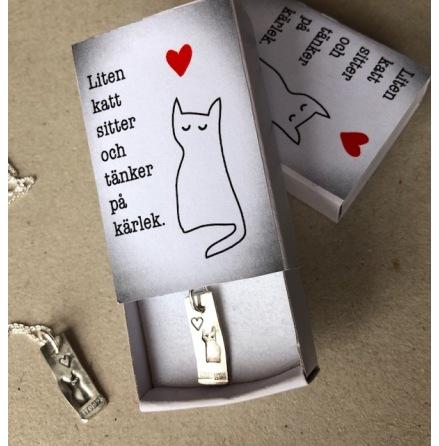 Liten katt i en ask